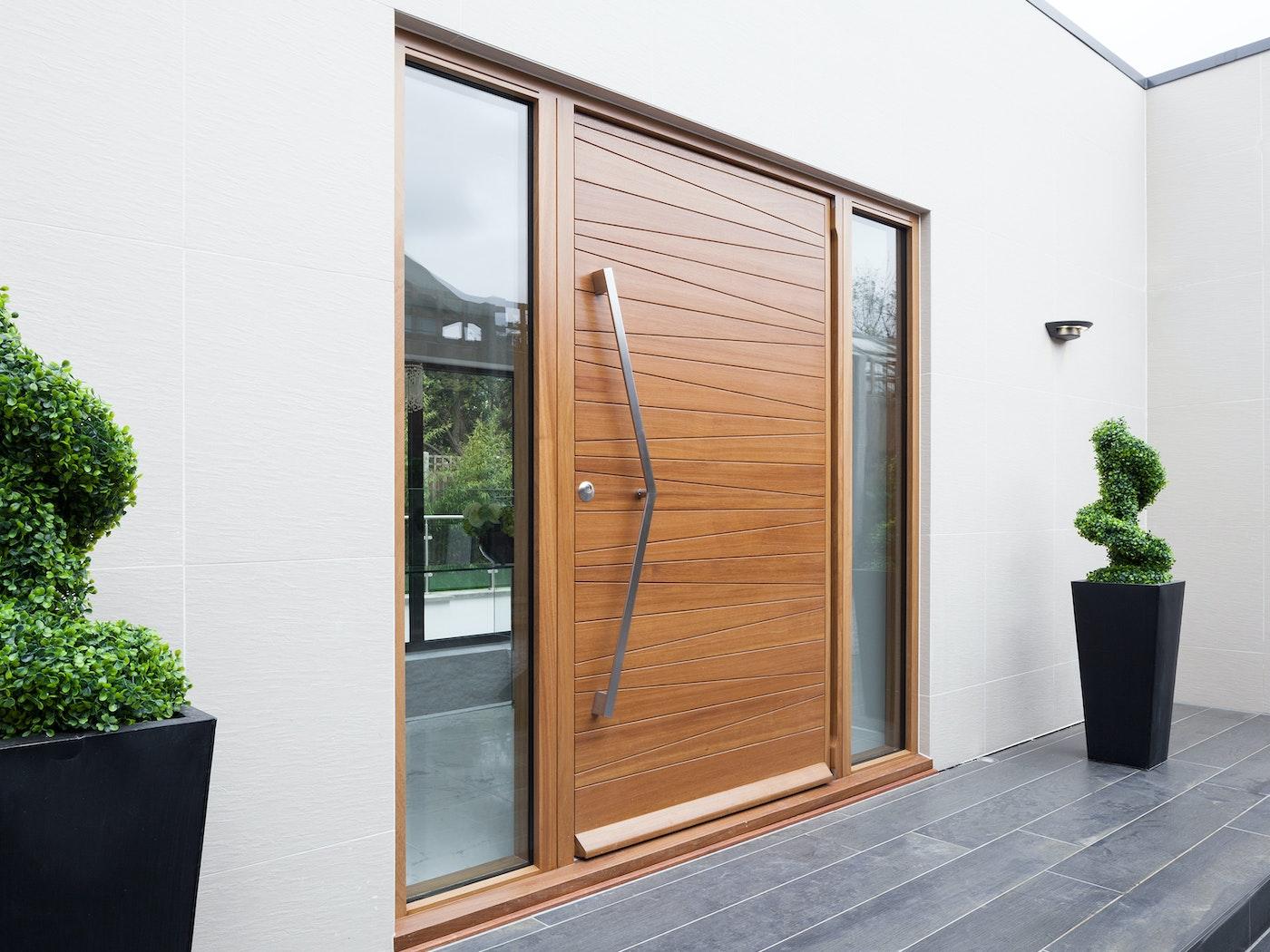 This zig zag handle is a great combination with the door design