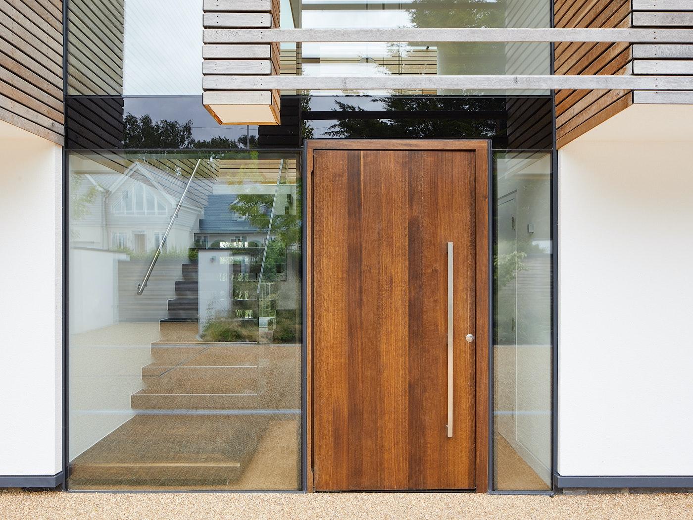 raw v design in frameless glass