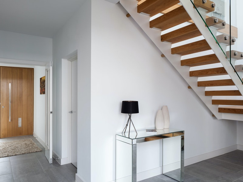 Matching your front door to the staircase is not uncommon in contemporary houses