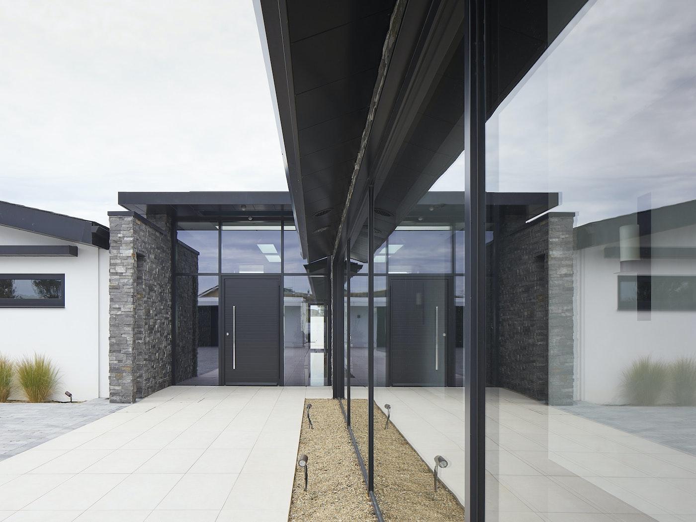 doors in glass urban front 5