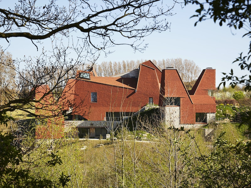 This award winning house has an enviable position nestled in the Kent hillside