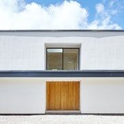 A sleek and simple minimalist house style with Urban Front's Porto doorset