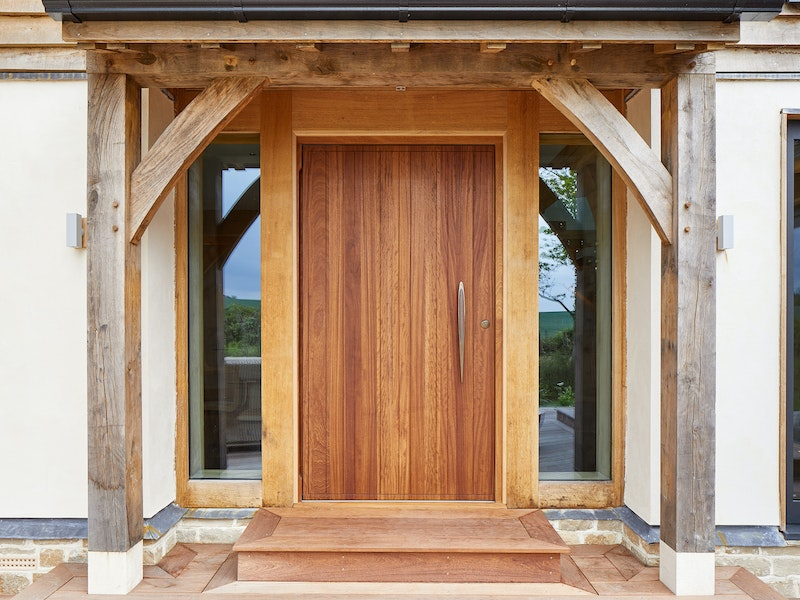 The traditional oak frame contrasts beautifully with the contemporary front door
