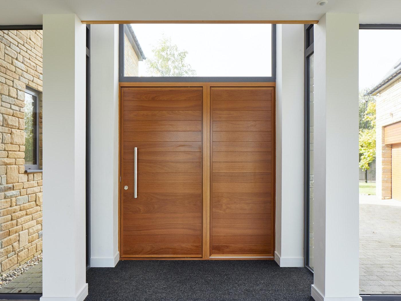 Parma e80 pivot | iroko | wood side panel | option 8 handle