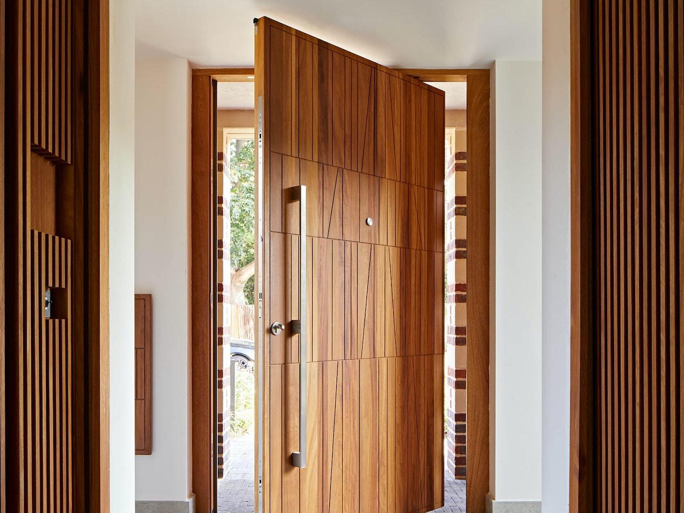 Quattro front door with pivot opening