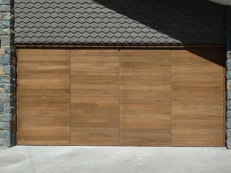 Bifold garage doors | Closed view | Urban Front