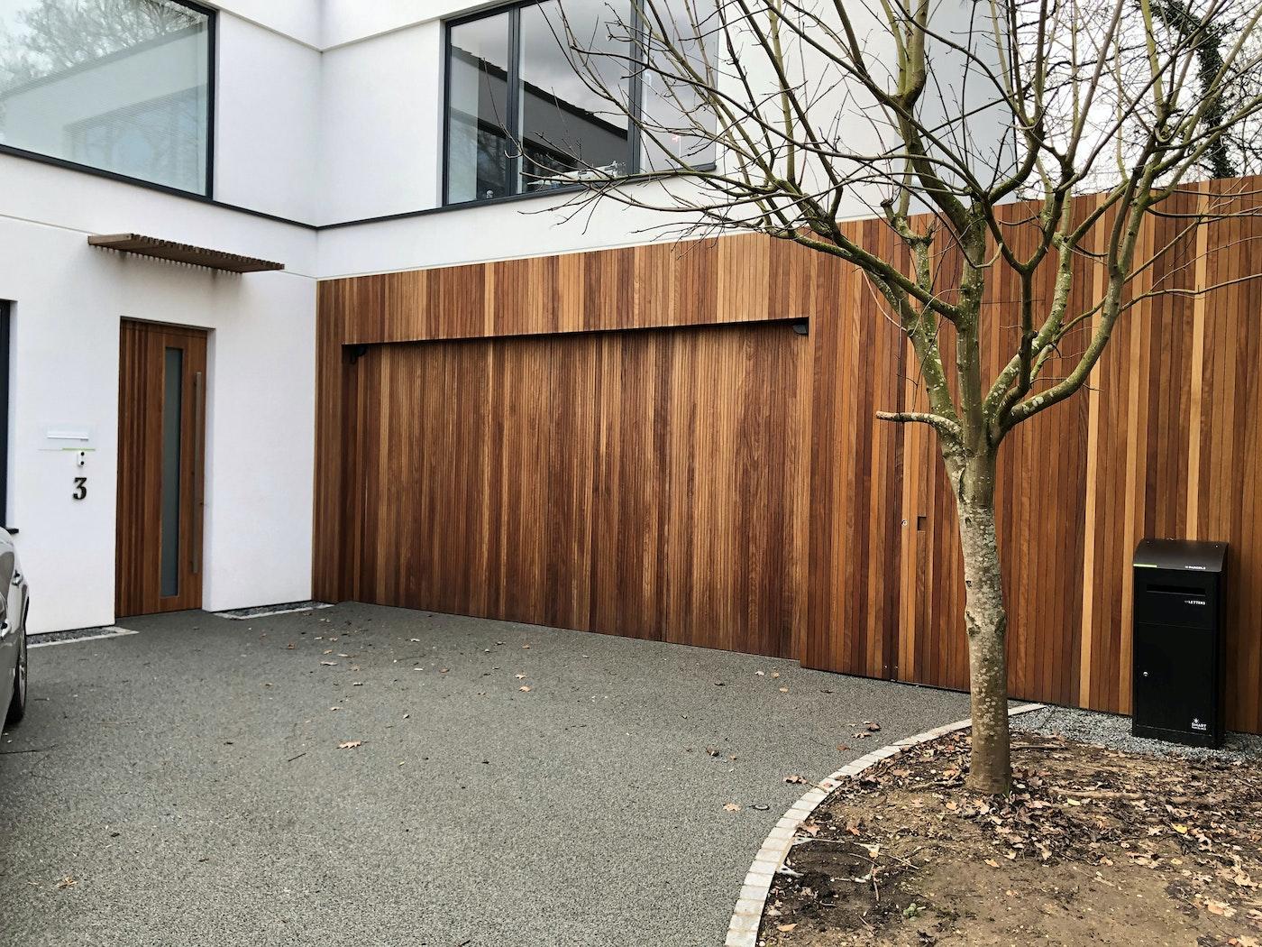 Bifold garage doors | Closed | Urban Front