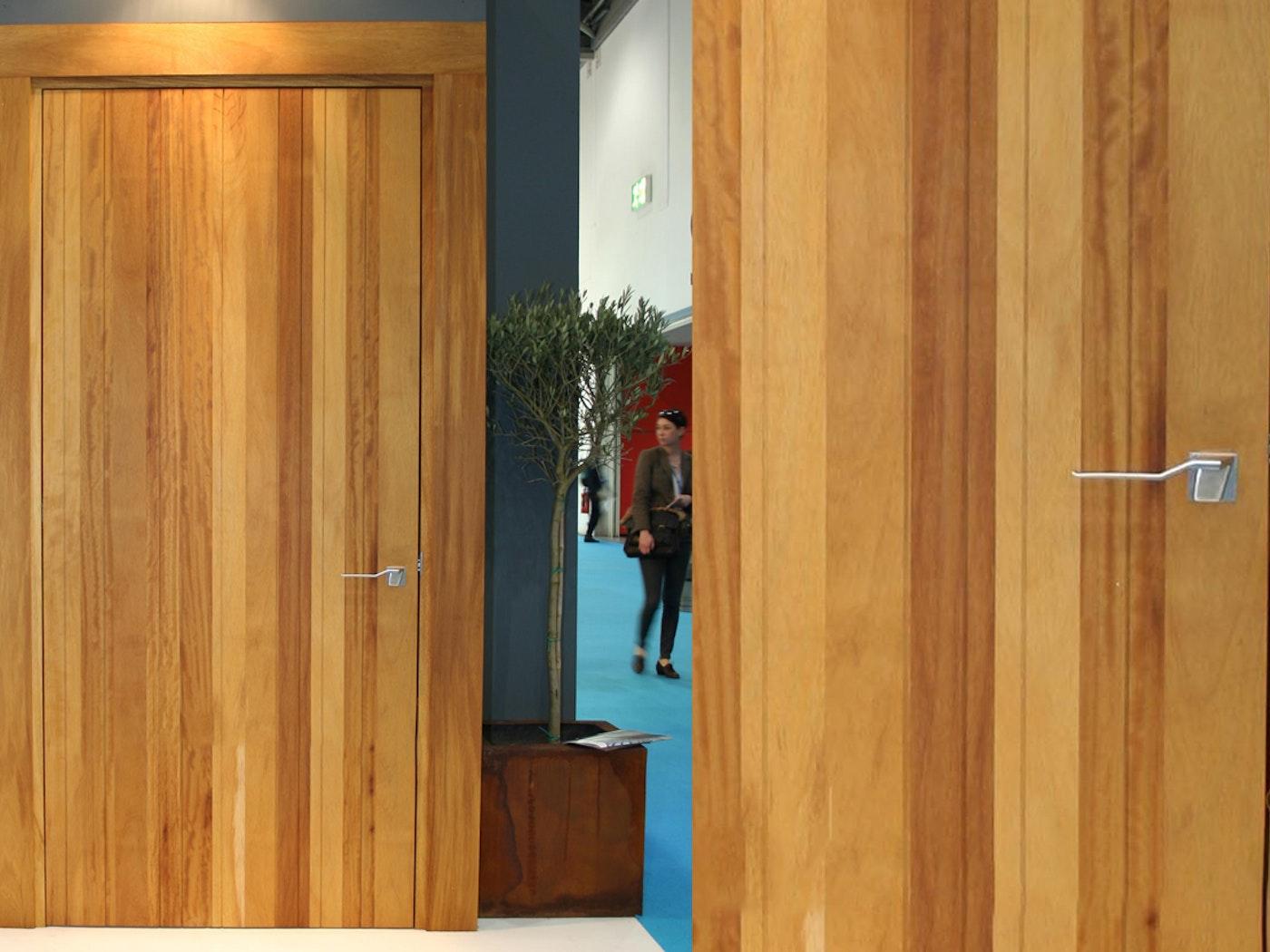 Rondo v internal door | Iroko | Urban Front
