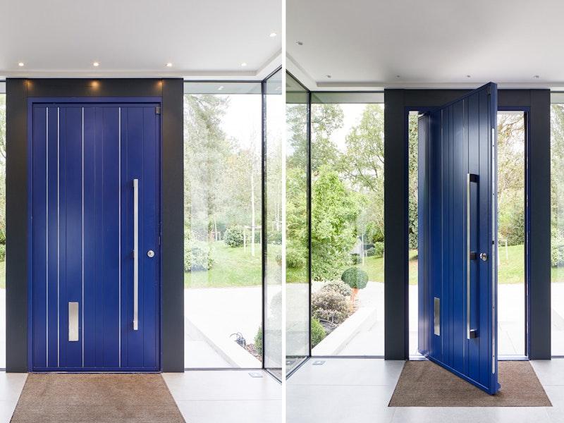 Blue pivot door | Open & closed view | Urban Front
