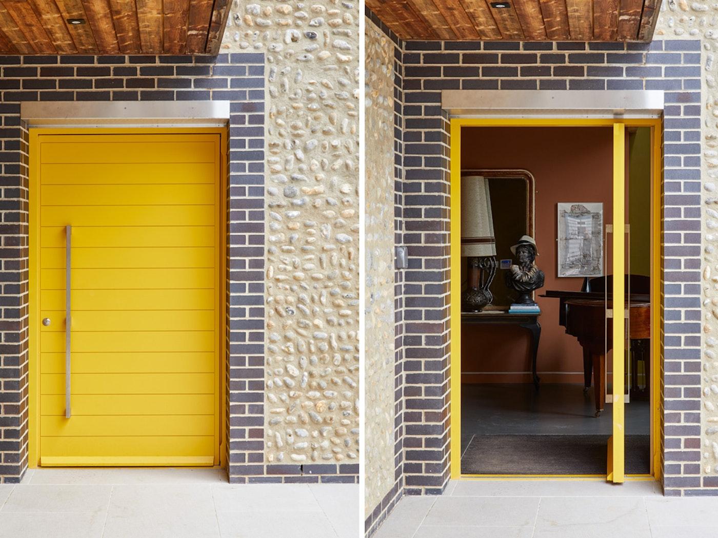 Yellow pivot door | Open & closed view | Urban Front