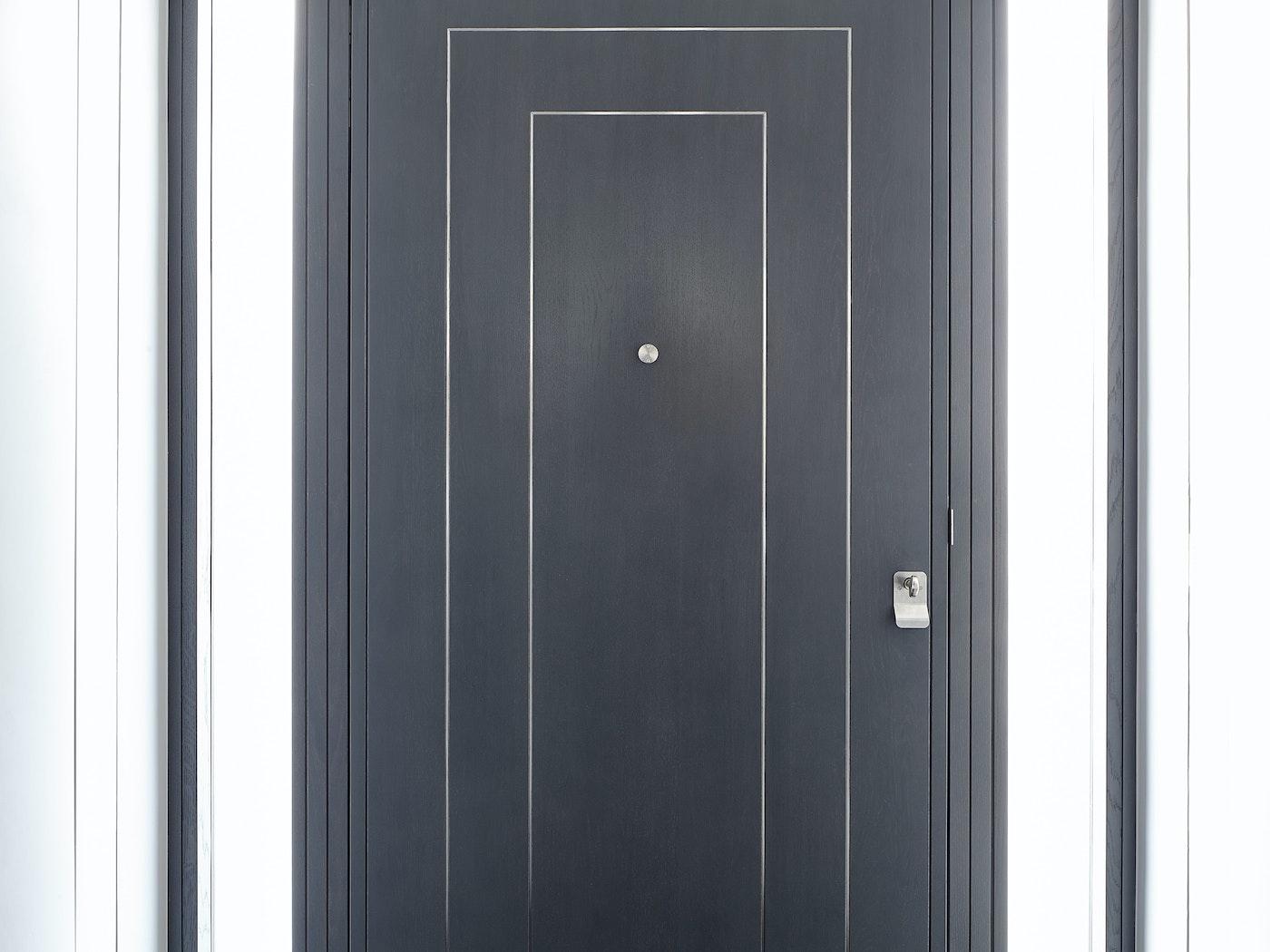 form V front door in grey