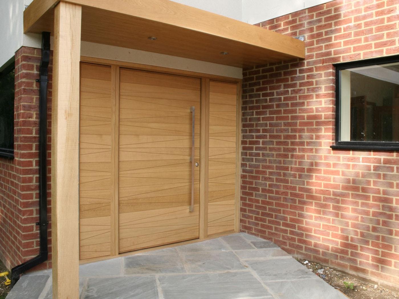 Oak wood   Matching side panels   Milano front door