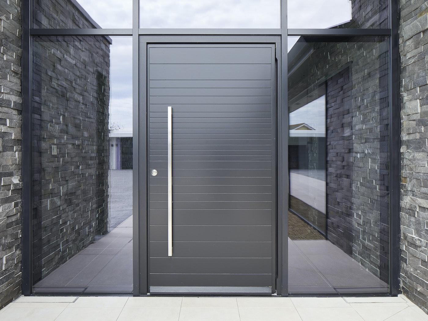 Neo front door | black RAL | option 11 handle