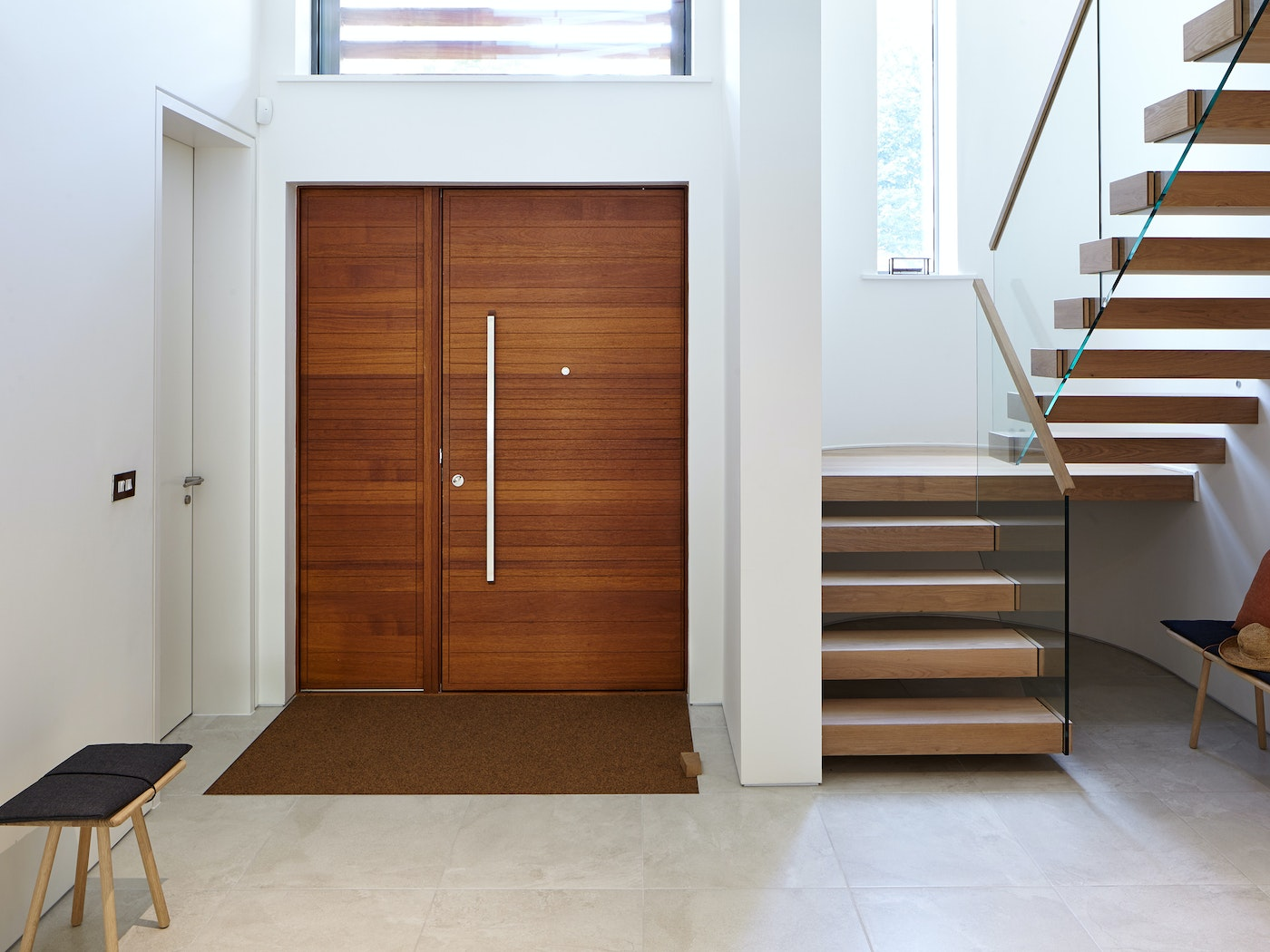 Neo pivot front door |  Iroko with matching side panel oiled | option 11a handle