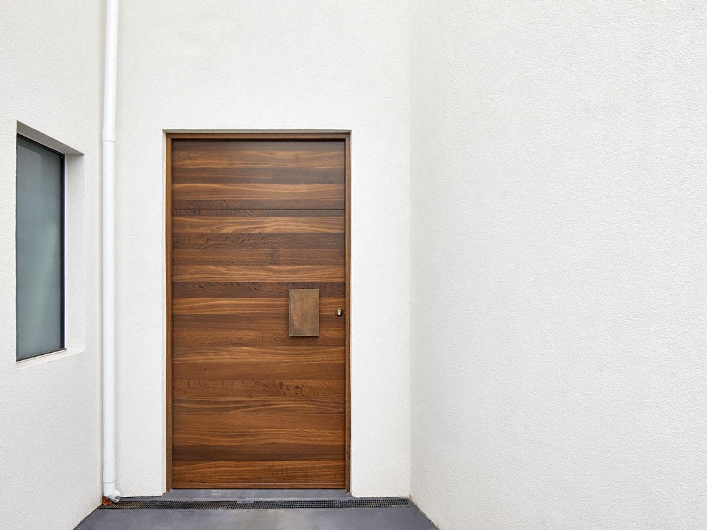 Fumed wood | Bronze handle option: BZ1 | Parma front door