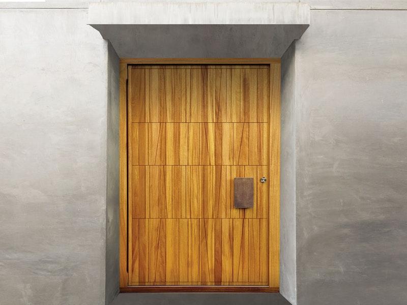 Quattro front door