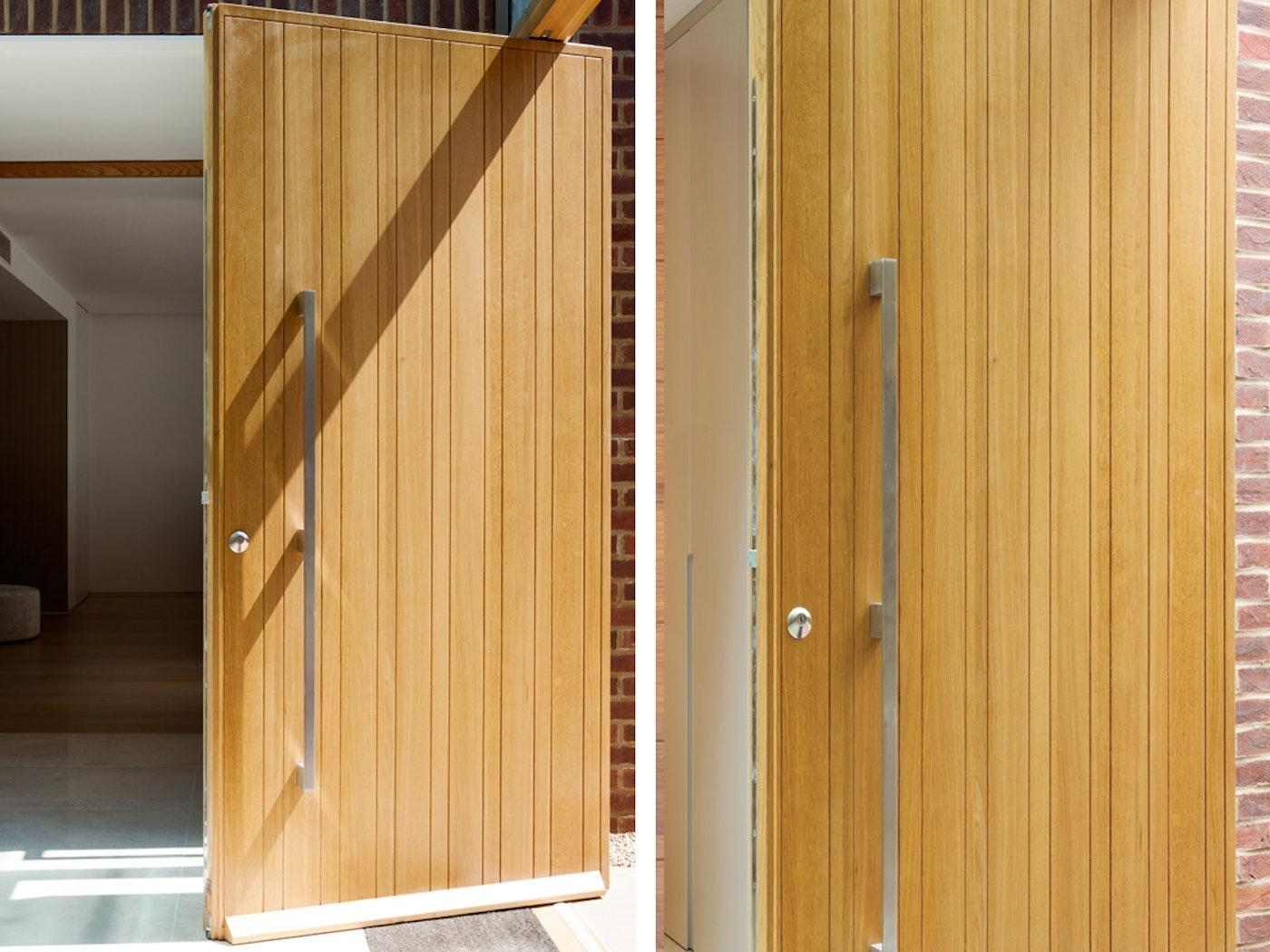 Rondo front door oak   Vertical grooves   Urban Front