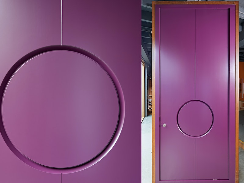 """""""Ring"""" front door design with circular concealed handle"""