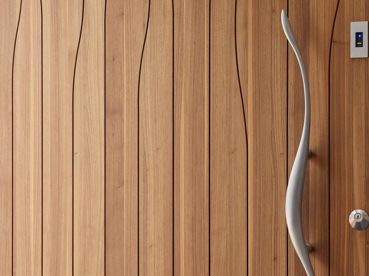 Walnut wavii close up with wave handle