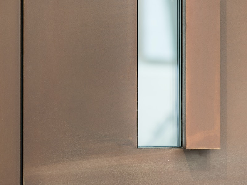 """Terano"" steel front door in bronze, with L-shaped handle"