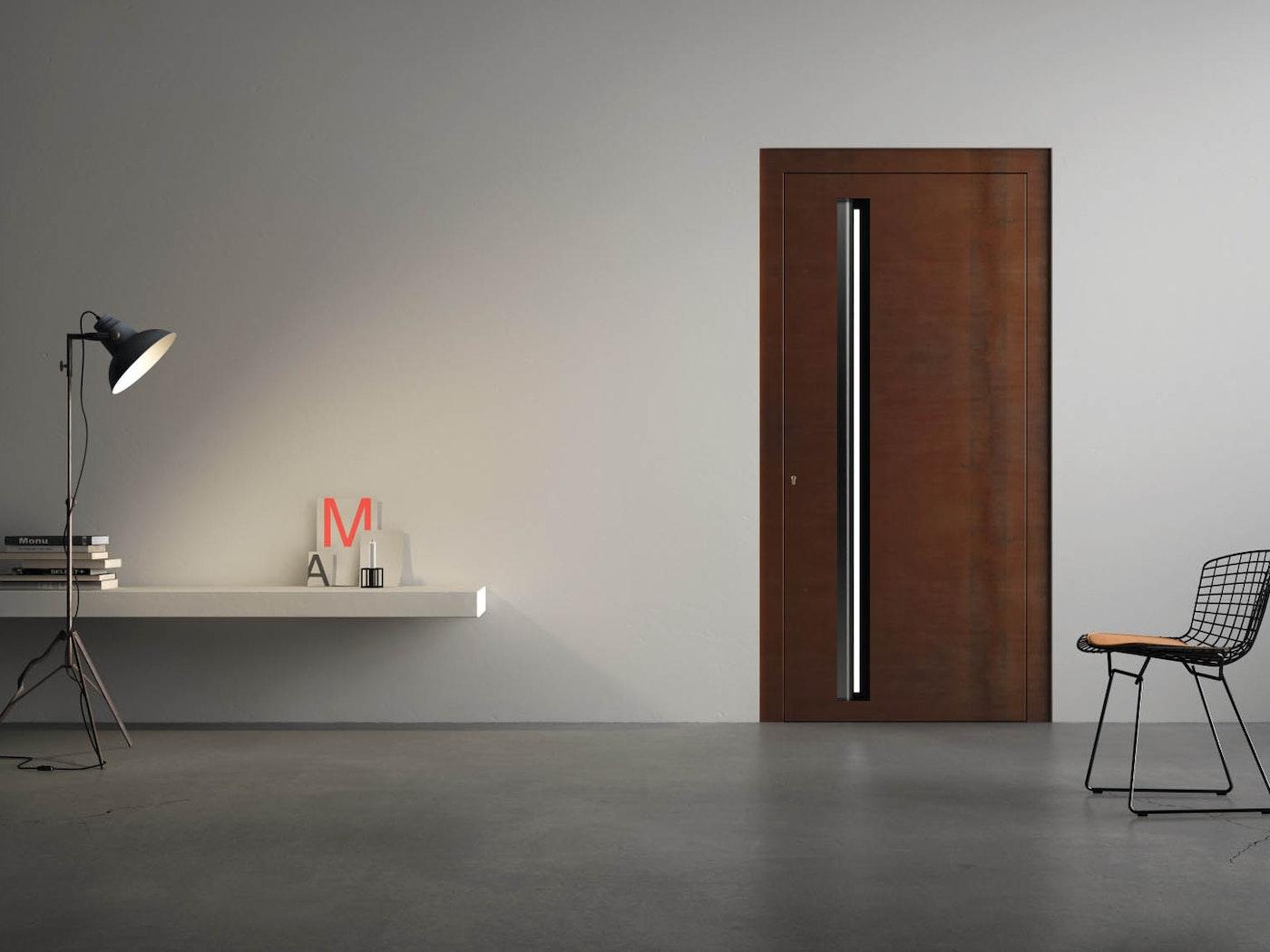 """""""Terano"""" steel front door in rust, with L-shaped handle"""