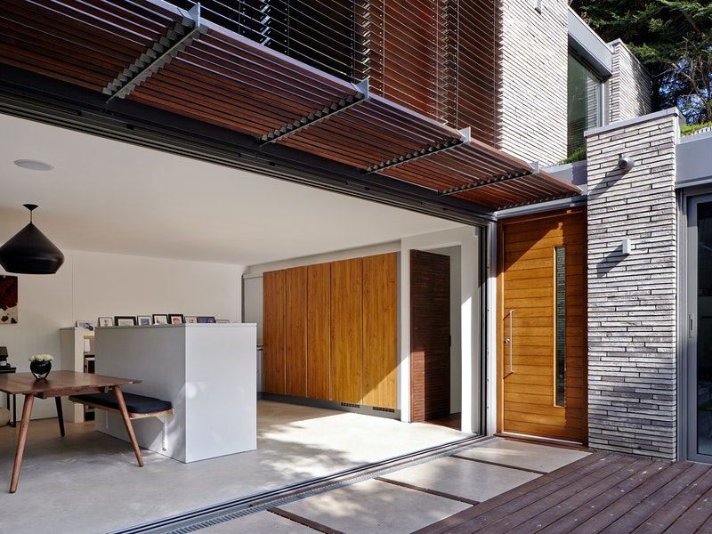 Doors in contemporary houses 19